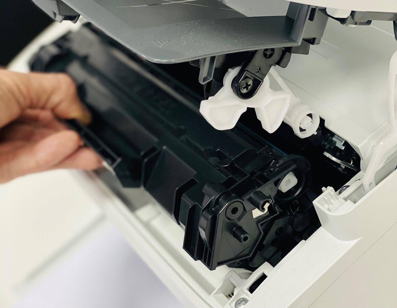 Wymiana tonera w drukarce